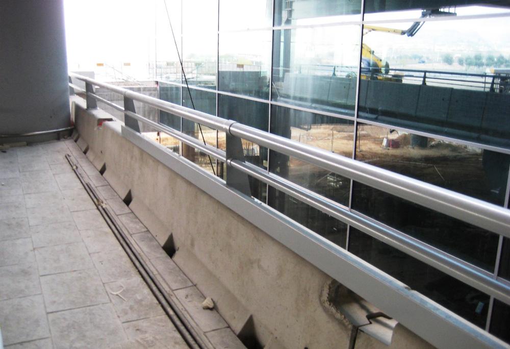 Cerramientos-Candela-Barandilla-Parking-Aeropuerto-Alicante-1