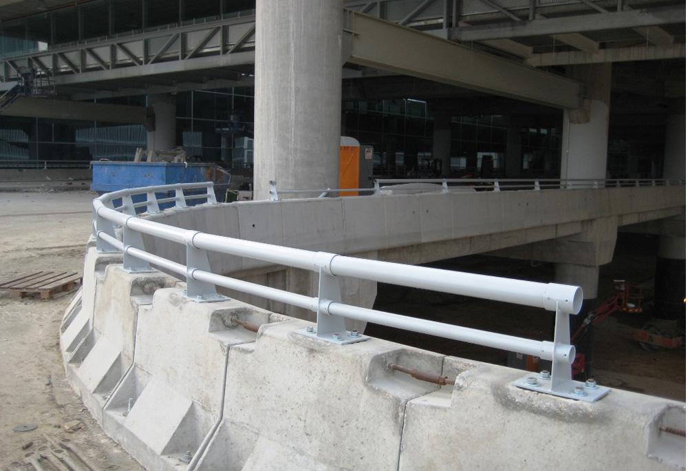 Cerramientos-Candela-Barandilla-Parking-Aeropuerto-Alicante